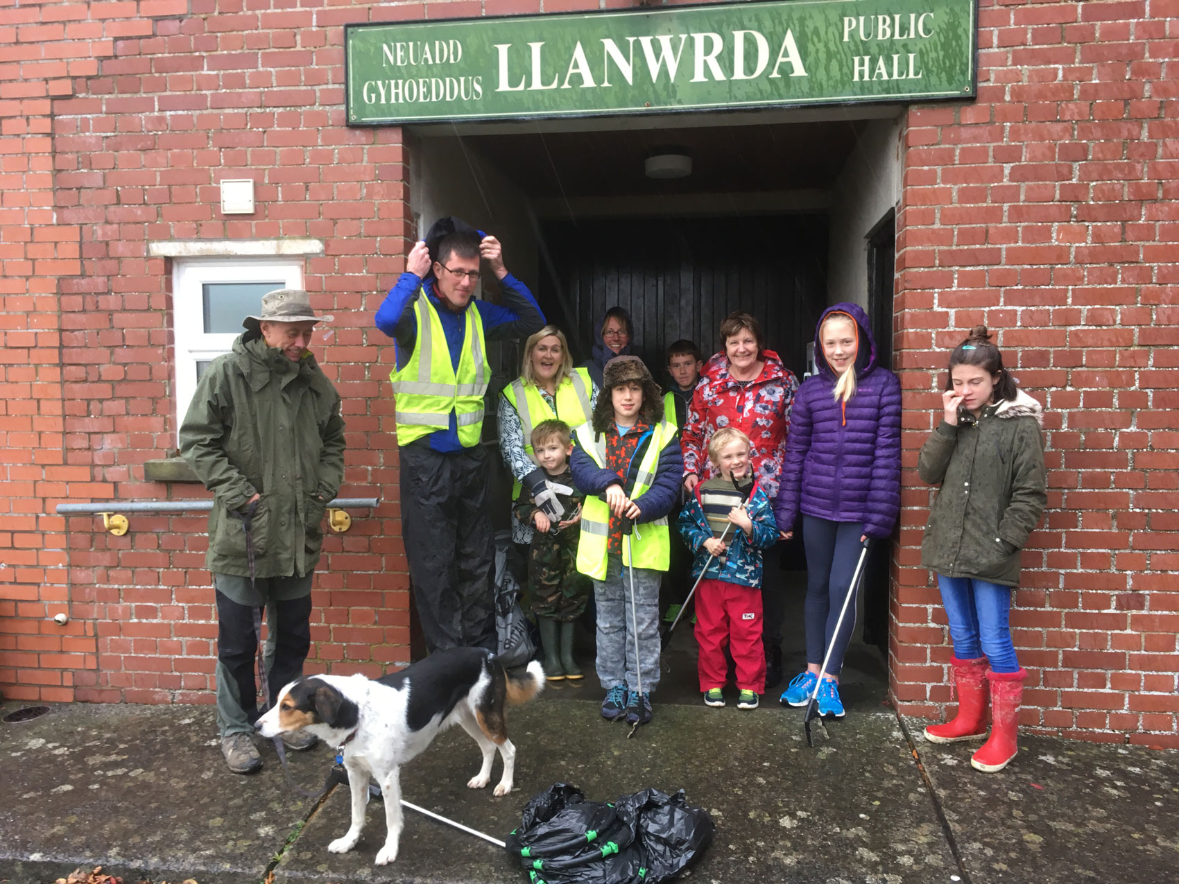 Llanwrda-litter-pick